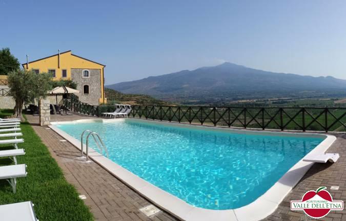 La piscina agriturismo valle etna
