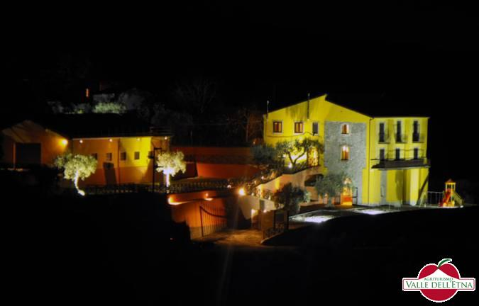 Il casale valle dell etna notturna
