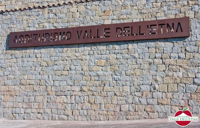 Il casale valle dell etna insegna entrata