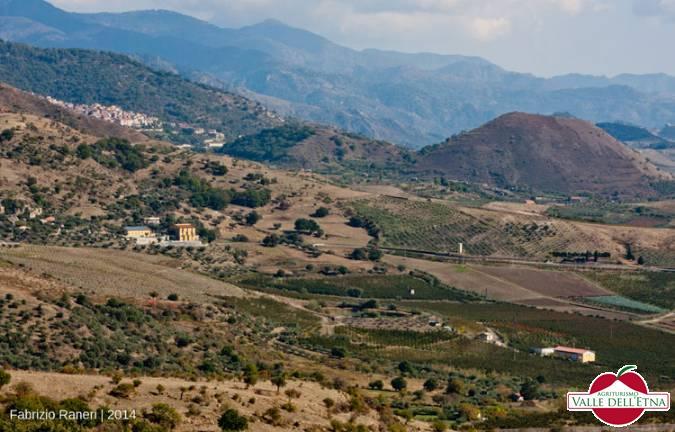 Fattoria biologica panorama sulla valle alcantara