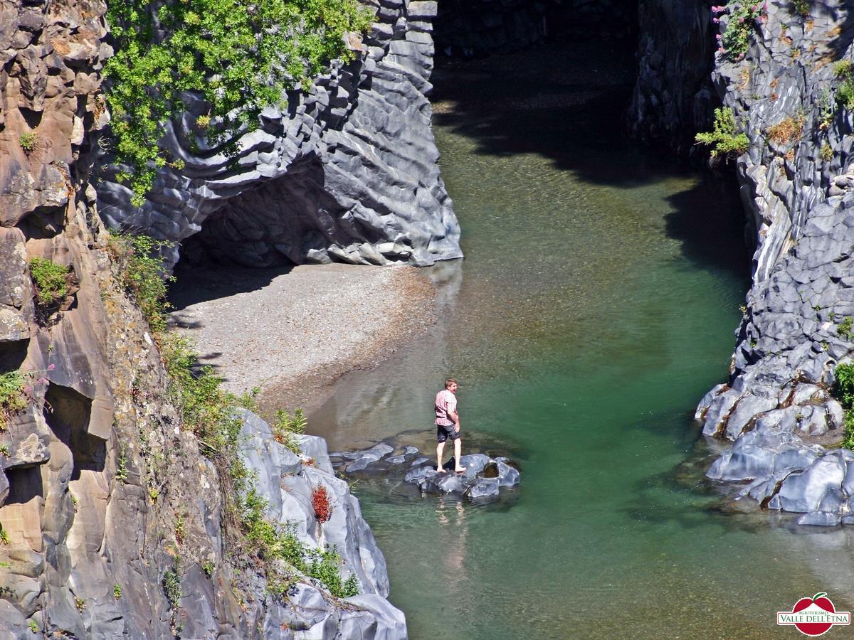 Visualizza : La Valle Alcantara e il suo fiume