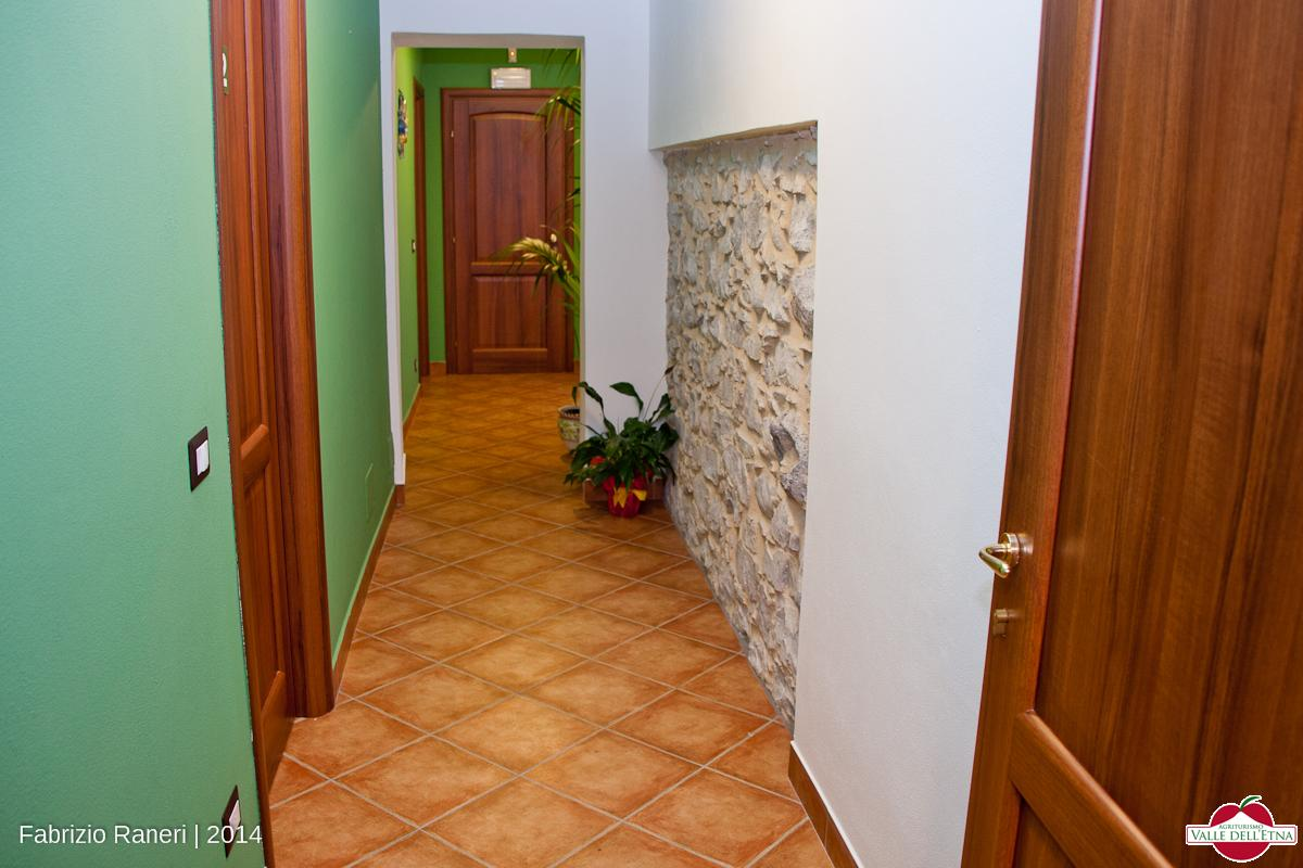 Corridoio camere agriturismo valle dell etna